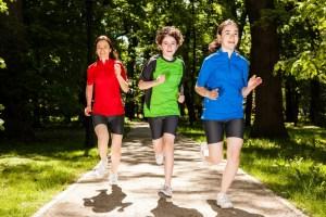 Obesidad en adolescentes haciendo ejercicios-737018